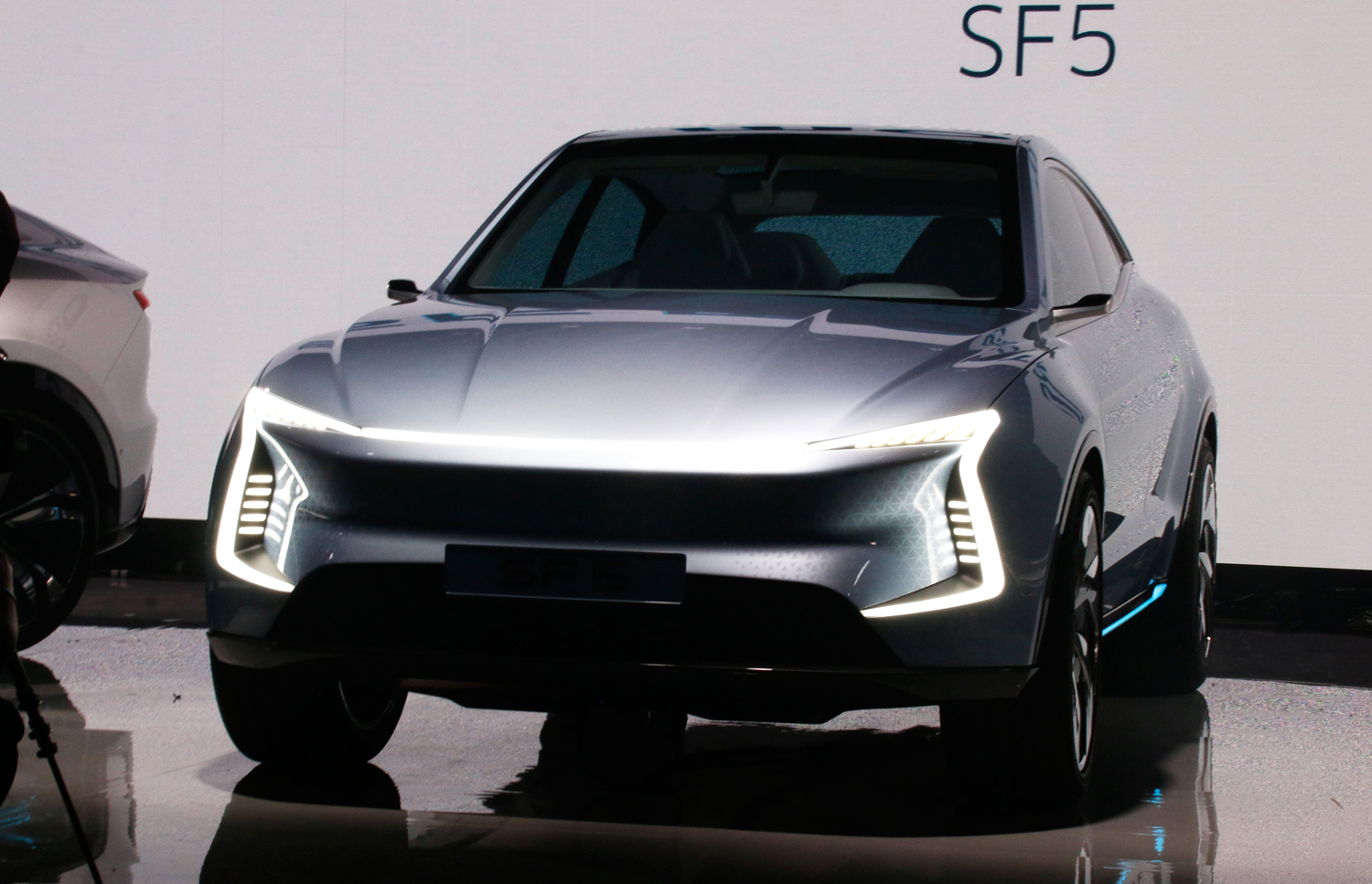 SF Motors SF5 front Creative Wave